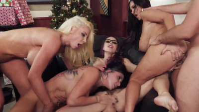 Christmas party turns into messy office fivesome orgy