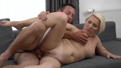 Curvy granny swallows throbbing dick deep down her throat and gets her pussy pounded right after
