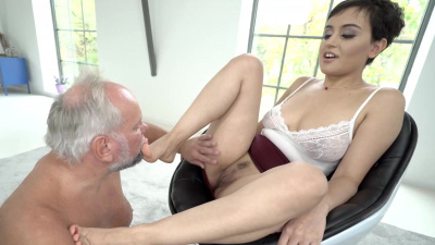 Tiny Yasmeena could not resist the caresses of her grandfather and had sex with him