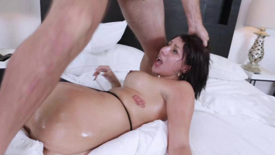 Bootylicious Valentina Jewels gets her pussy pummeled doggystyle