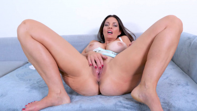 Beautiful stepmom Mindi Mink makes her naughty stepson cum in her twat