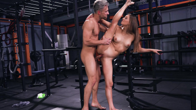 Athletic Mia Split uses her flexibility to reach many orgasms