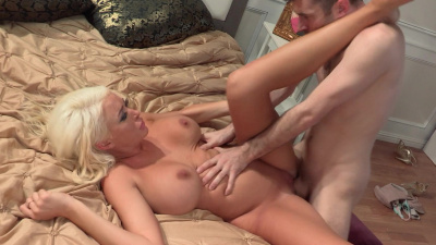 Blonde with nice rack Summer Brielle has sex with porn legend