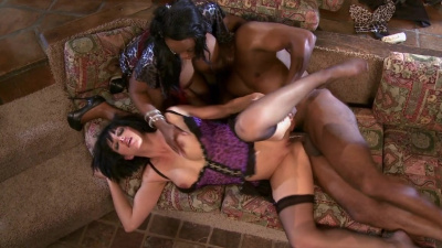Milfs Jada Fire and Roxanne Hall share bbc