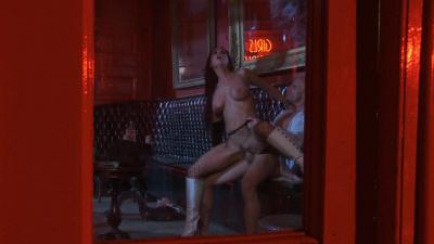 Hot chick Brandy Aniston has late-night hook up