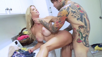 Alexis Fawx serves her mouth and pussy by turns to her horny stepsons