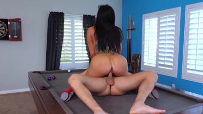 Romi Rain bouncing up and down in hypnotic fashion