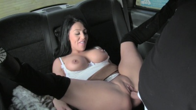 Milf Candi Kayne is eaten and fucked on the backseat by the taxi driver